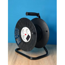 "Катушка до 50м кабеля 4 гнезда 16A с/з защита от перегрузки, с цифр. вольметром ""LEMANSO"" LMK72009"